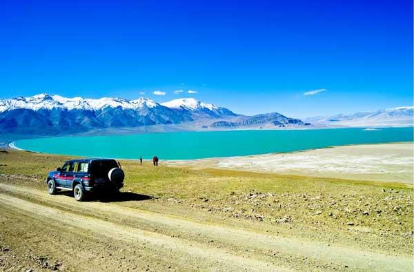 新疆旅游包车多少钱一天?