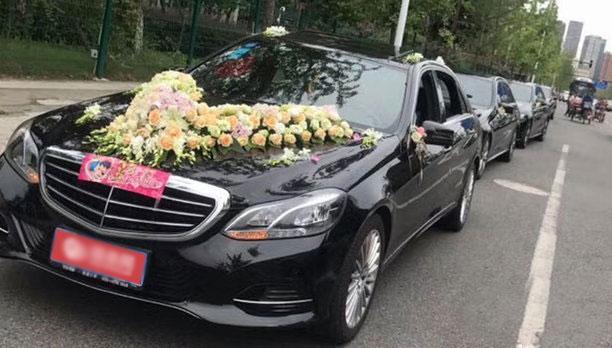 乌鲁木齐婚车租赁套餐奔驰E级×1辆+大众帕萨特×5辆