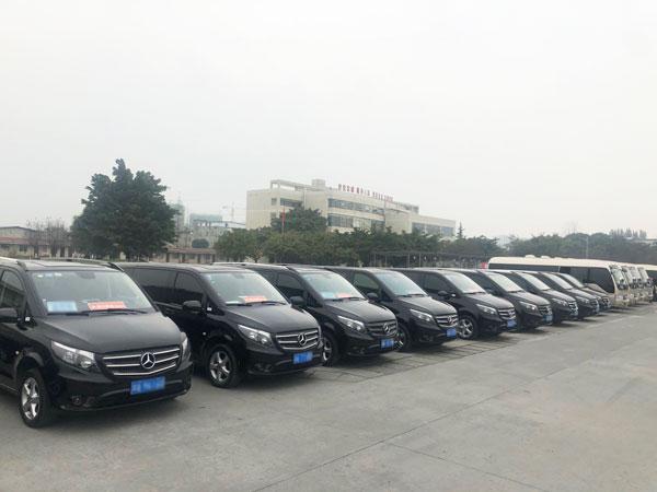 新疆自驾游乌鲁木齐租商务车价格多少钱