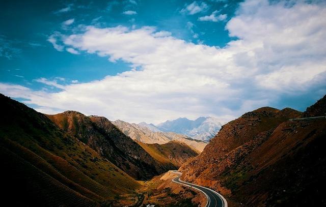 新疆独库公路旅游攻略,纵贯天山脊梁的景观大道,一年仅开放五个月