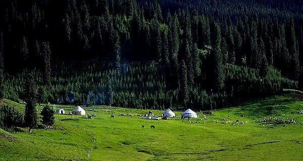 新疆旅游攻略,独库公路上的一颗明珠,东来西往的心灵驿站